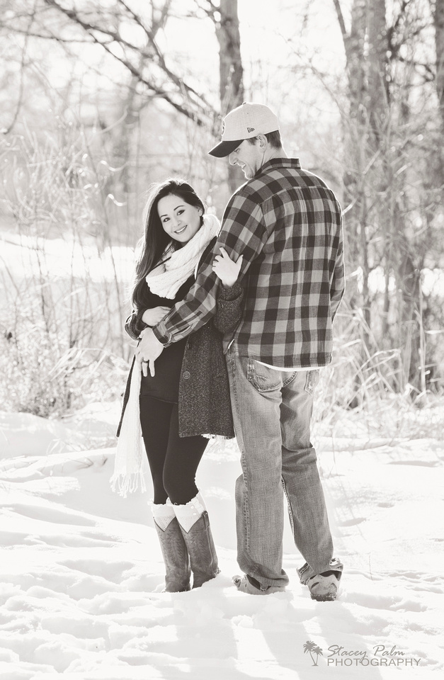 Winter maternity session with mom and dad in the snow